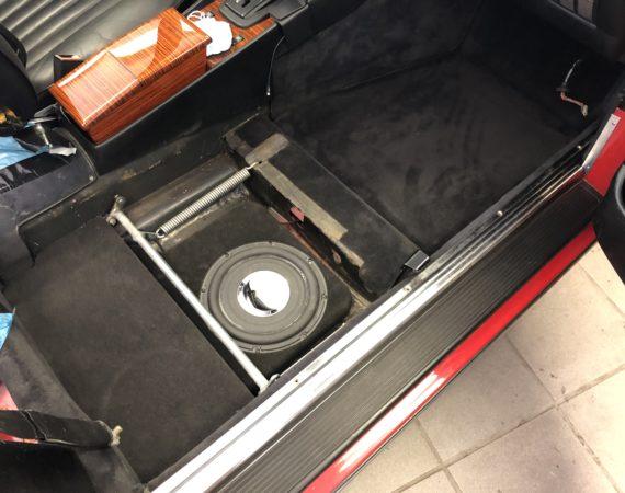 Mercedes SL R107 Subwoofer einbauen